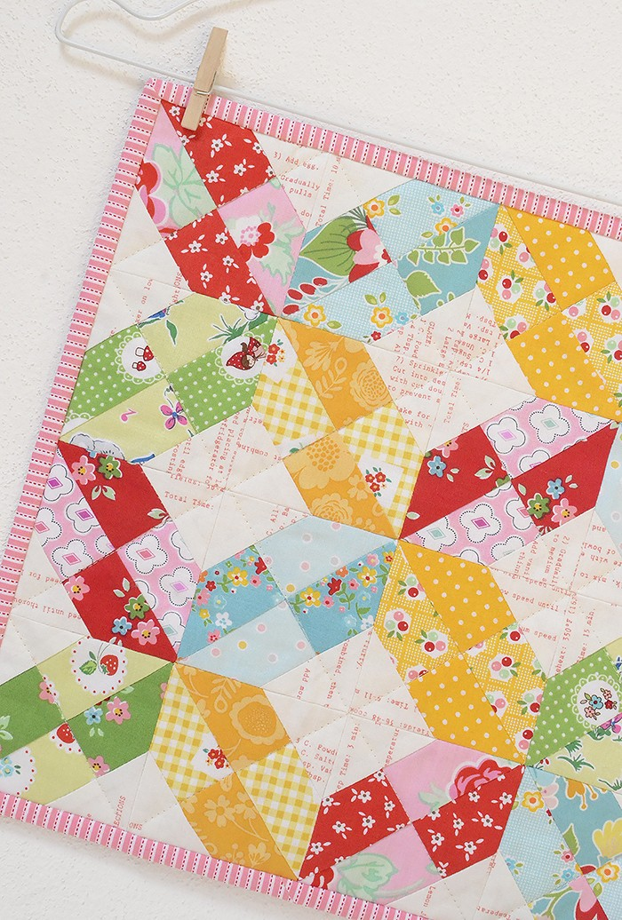 Criss Cross Mini Quilt Pattern by Nadra Ridgeway for sewcanshe.com