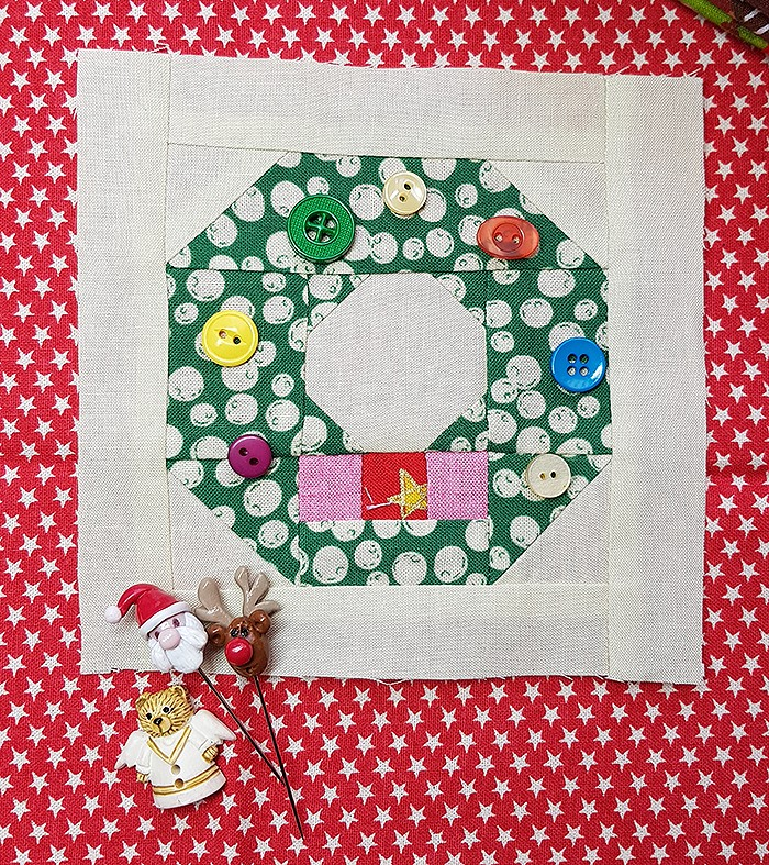 Holly Jolly Mini Christmas Sampler Quilt