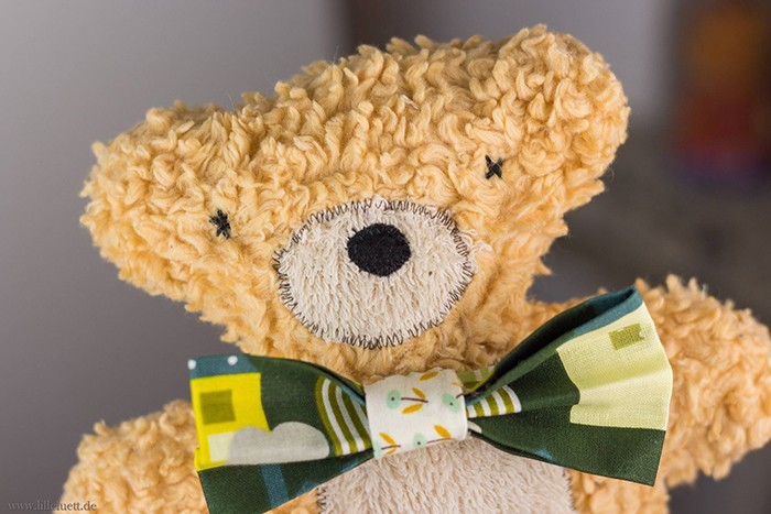 Three handmade stuffed animals, a bear, lamb and bunny. Drei handgemachte Kuscheltiere, Hase, Bär und Lämmchen. Softie pattern by / Nähanleitung von Nadra Ridgeway, ellis & higgs