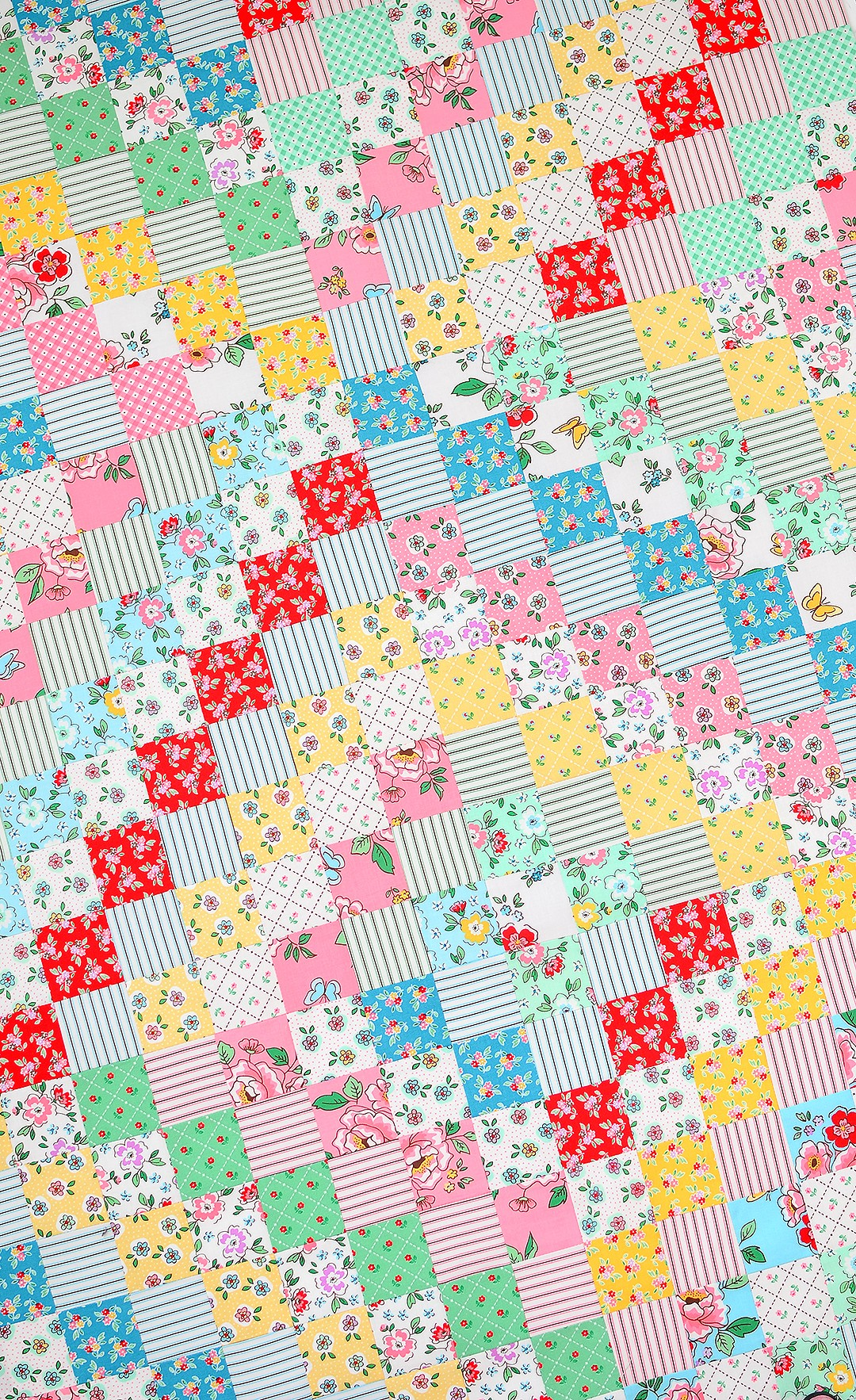 Scrappy Trip Arond the World Quilt - Mon Beau Jardin