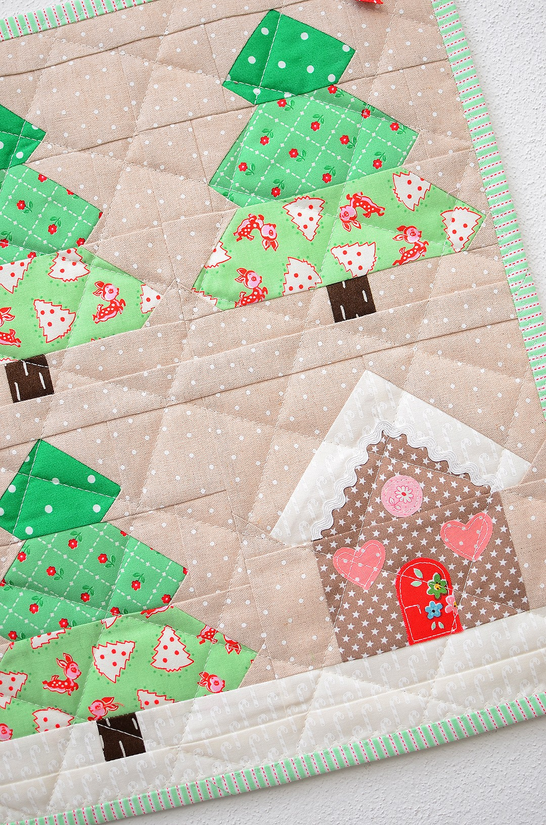 Christmas Tree mini quilt - a free tutorial
