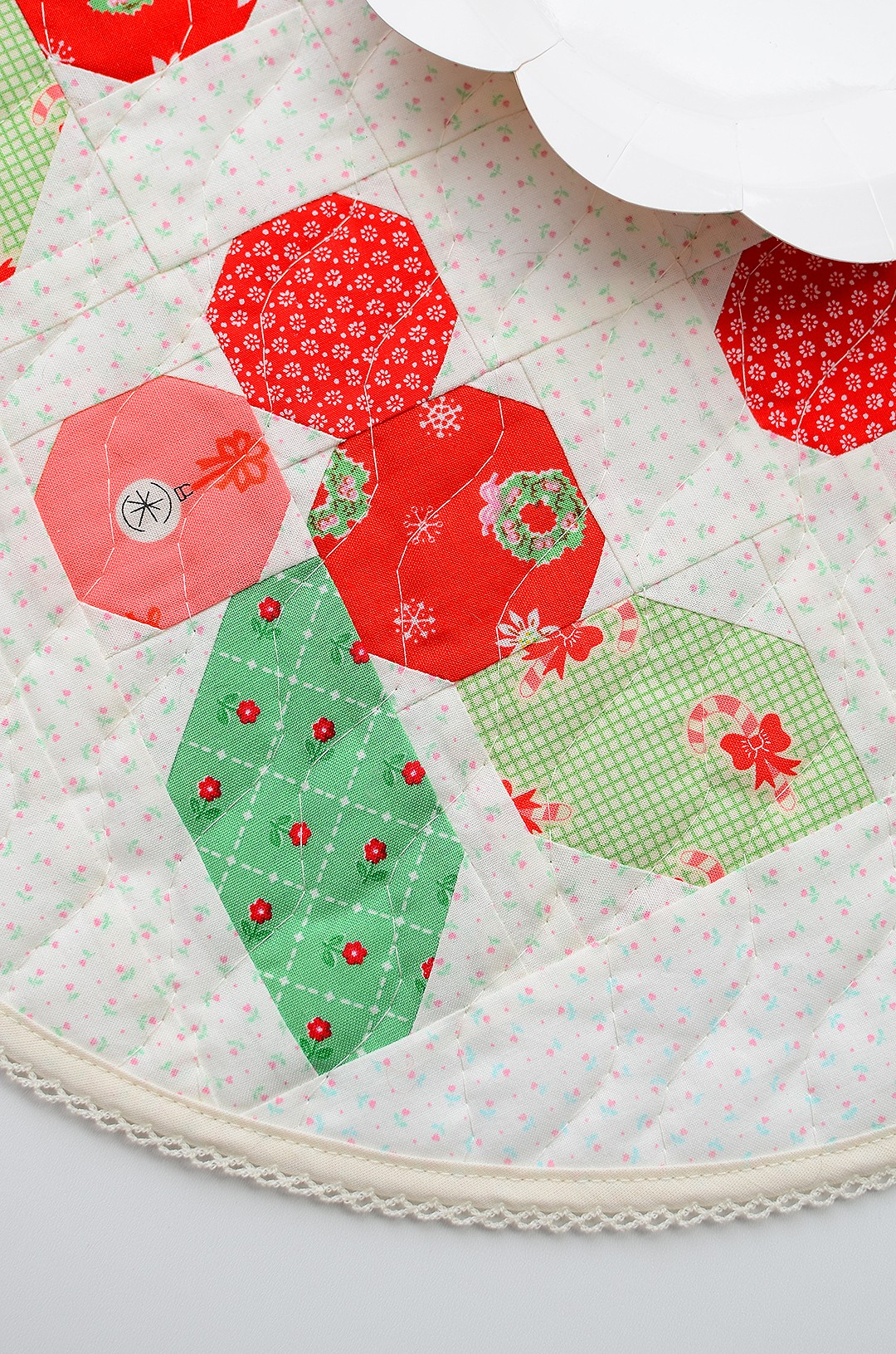 Holly Berry table topper - a free tutorial