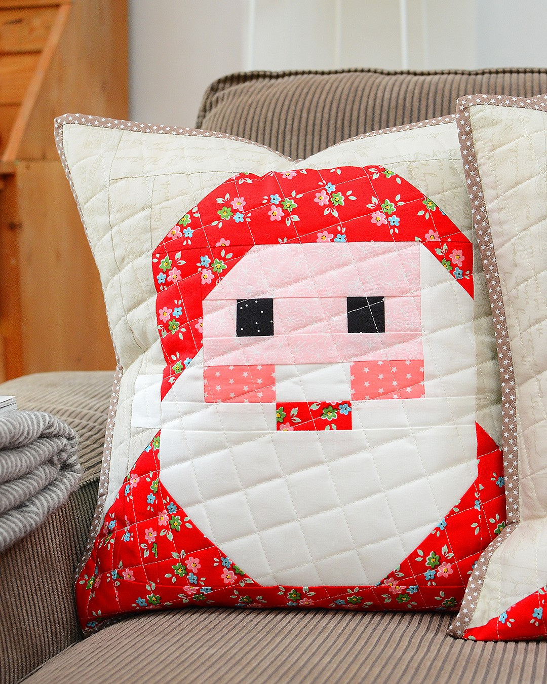 Santa Claus and Mrs. Santa Claus quilted pillow - a free tutorial