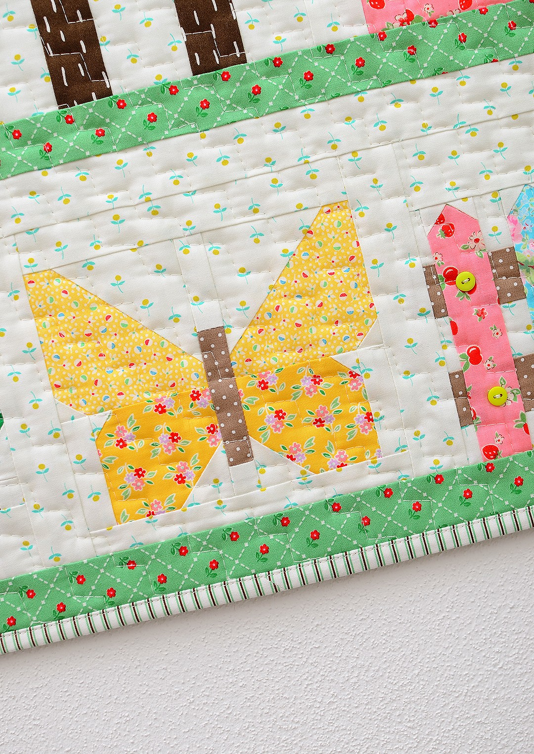 Country Garden quilt pattern - Mini