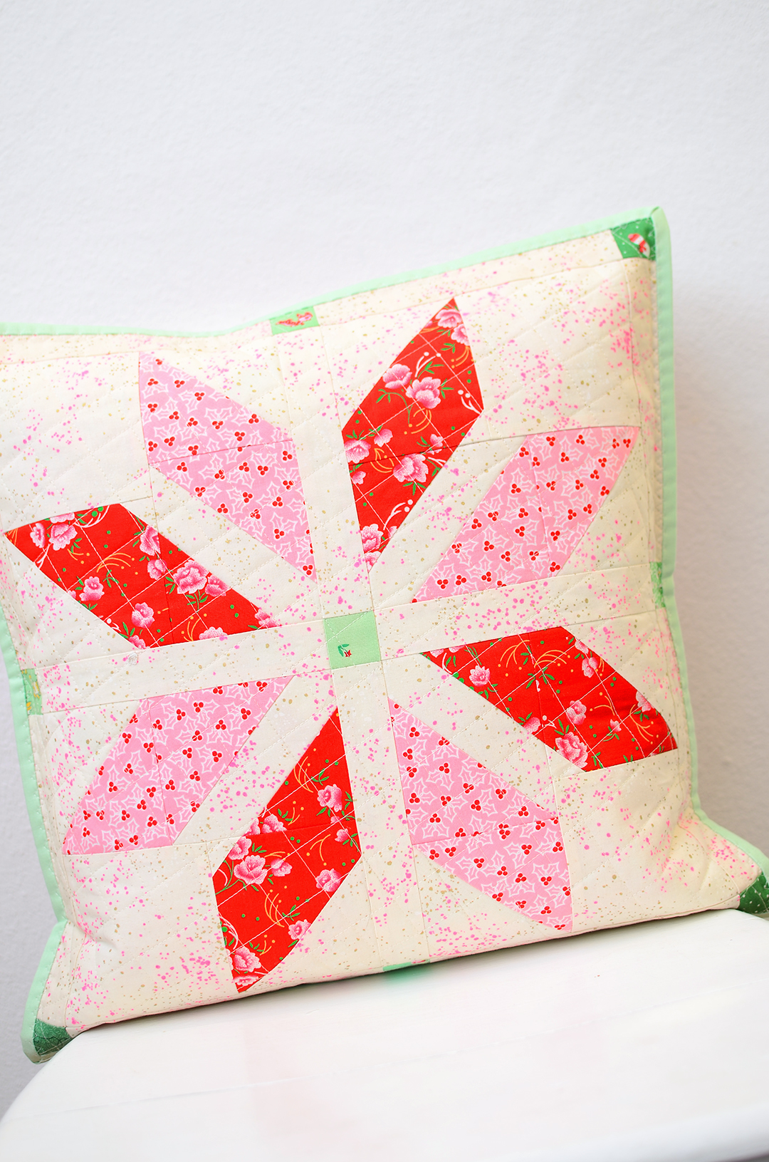 Christmas Quilt Pattern - Bright Stars Pillow Pattern