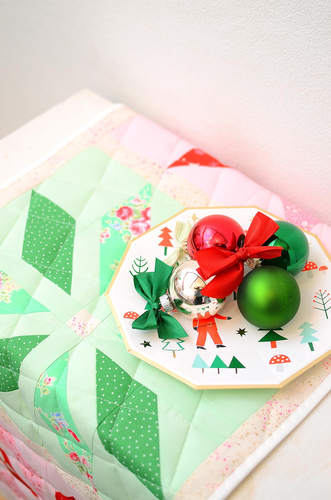 Christmas Quilt Pattern - Bright Stars Table Runner