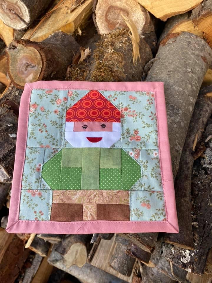 Gnome mug rug