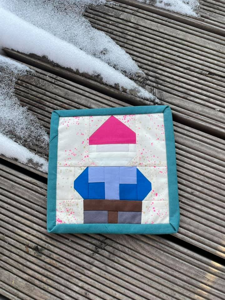 Gnome quilt mug rug